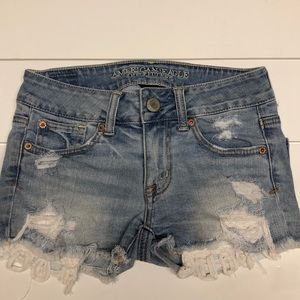American Eagle short with lace detail size 00